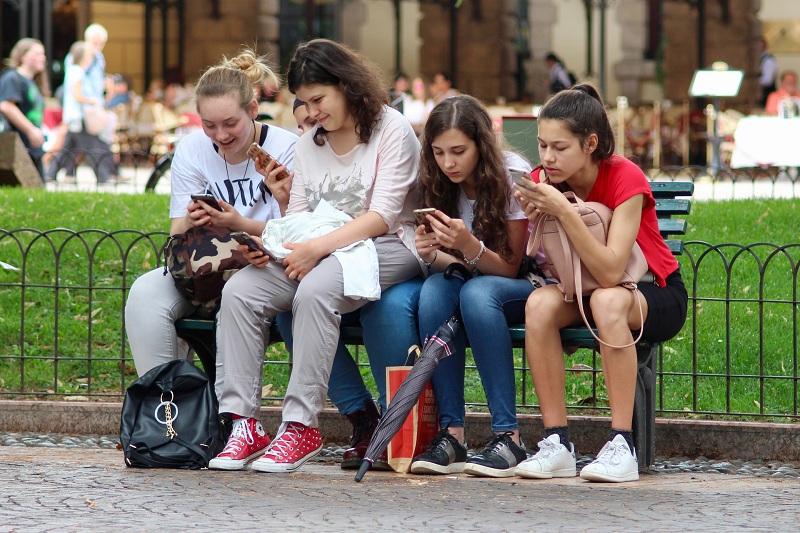 Hogyan reklámozd olcsón a rendezvényed tinédzsereknek?